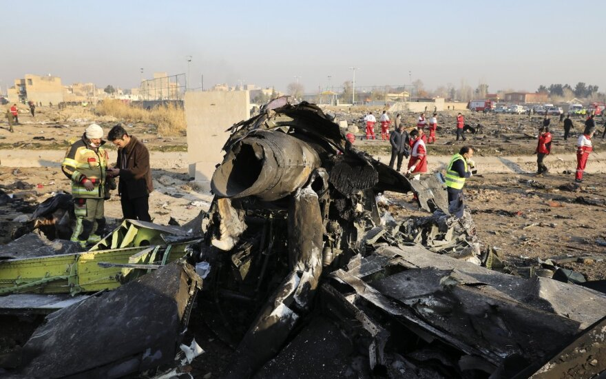 """Iranas nusiuntė Prancūzijai sausį numušto ukrainiečių lėktuvo """"juodąją dėžę"""""""