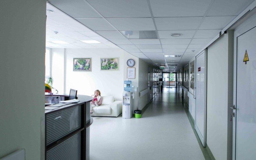 Į ligonines dėl COVID-19 pateko ir keli šimtai vaikų: kai kurie sirgo sunkiai