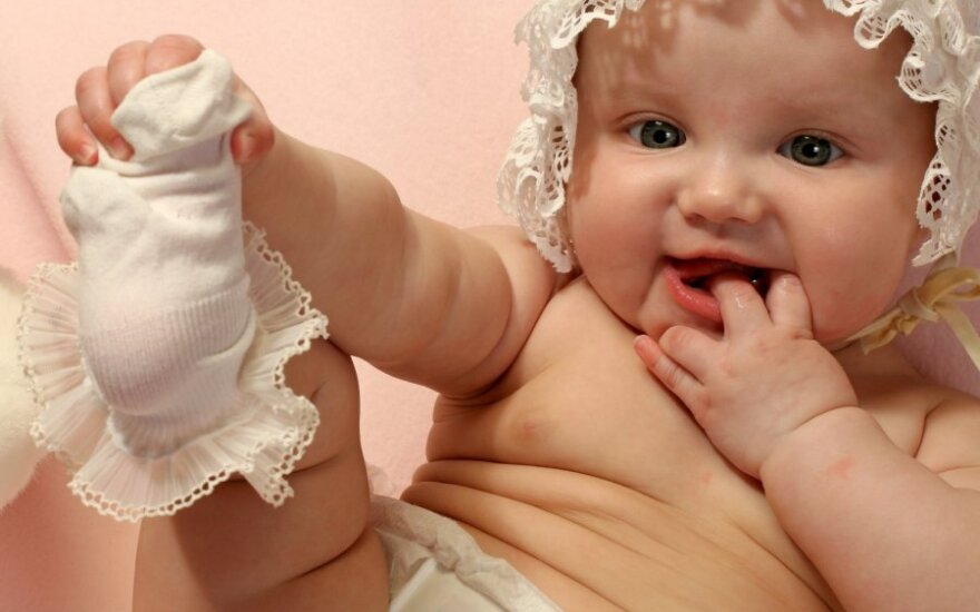 Linksma kūdikių jogos mankšta - ne tik nuo pilvuko pūtimo ir dieglių