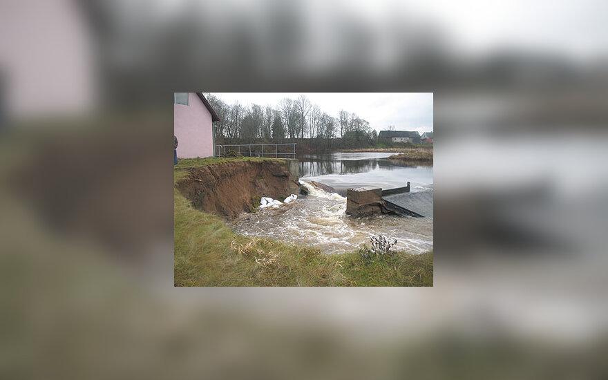 Telšių rajone lūžo hidroelektrinės užtvanka