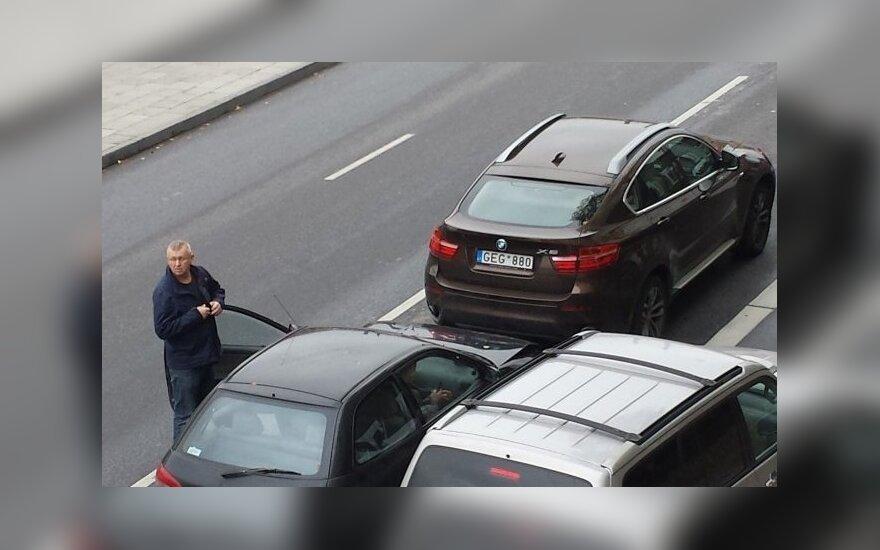 """Po susidūrimo su BMW nuvažiavusį girtą """"Mitsubishi"""" vairuotoją pasivijo patruliai"""