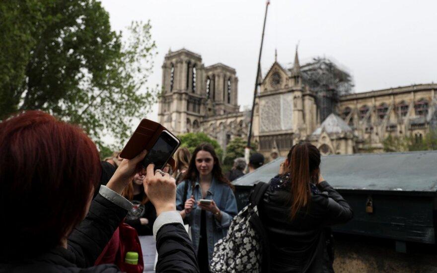 Paryžiaus valdžia bando sklaidyti visuomenės nerimą dėl švino taršos pavojaus