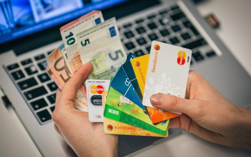 Neatsakiusi į banko klausimus moteris nebegalėjo pasinaudoti savo pinigais: pavadino tai šantažu