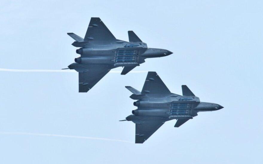 Naikintuvai J-20
