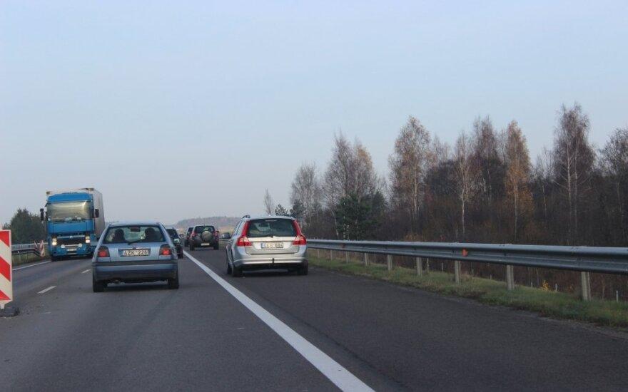 Vyriausybės posėdyje – siūlymas dviem kelių ruožams suteikti Baltijos kelio pavadinimą
