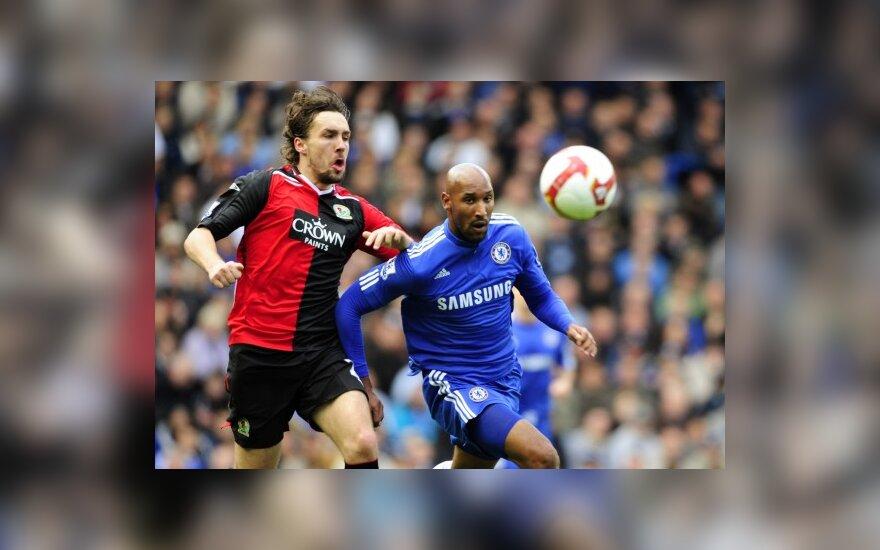 "Nicolas Anelka (""Chelsea"") kovoja su  Gaeliu Givet (""Blackburn Rovers"")"