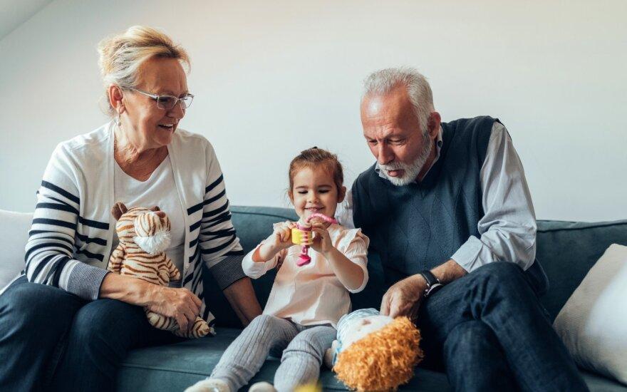 Seneliai su anūke