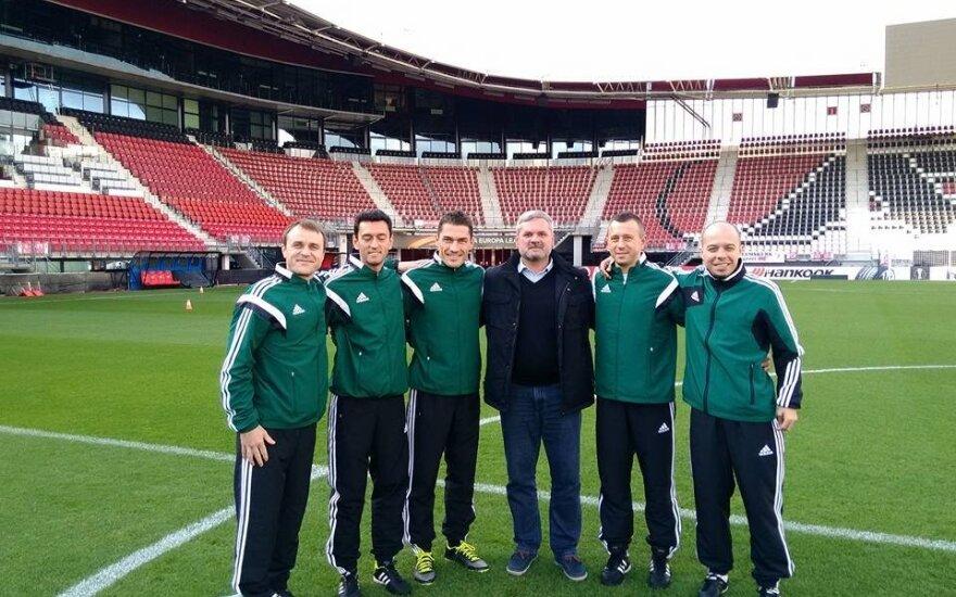 Paulius Malžinskas (viduryje)