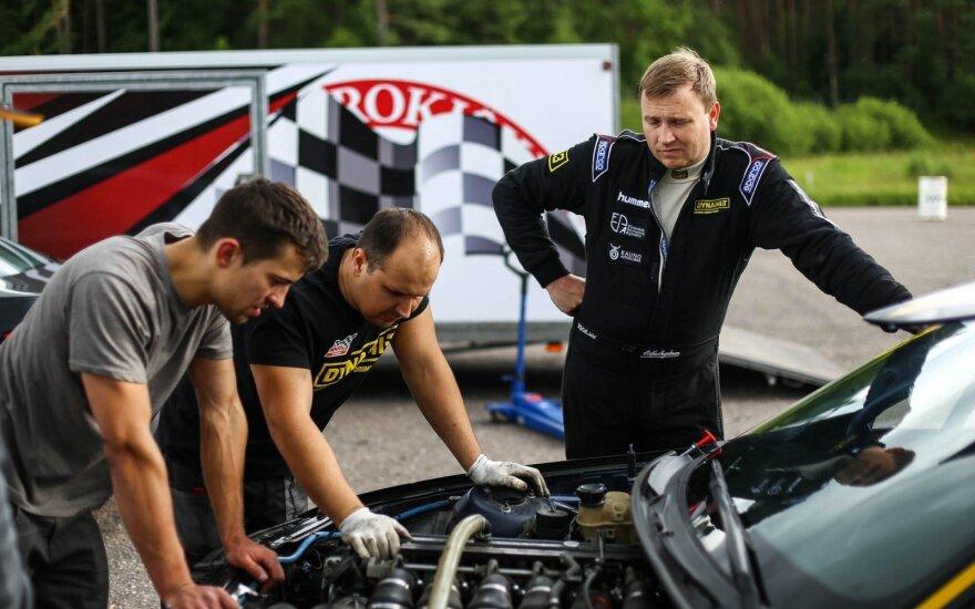 Paskutinėse treniruotėse – nerimas dėl automobilio