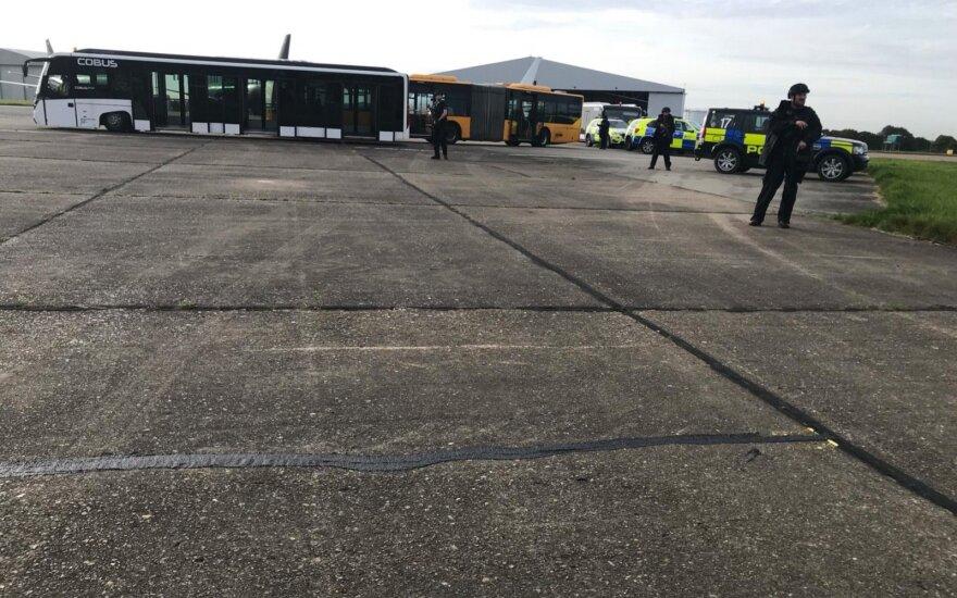 Įtariamasis, dėl kurio skambučio Anglijoje kilo naikintuvai, lieka už grotų
