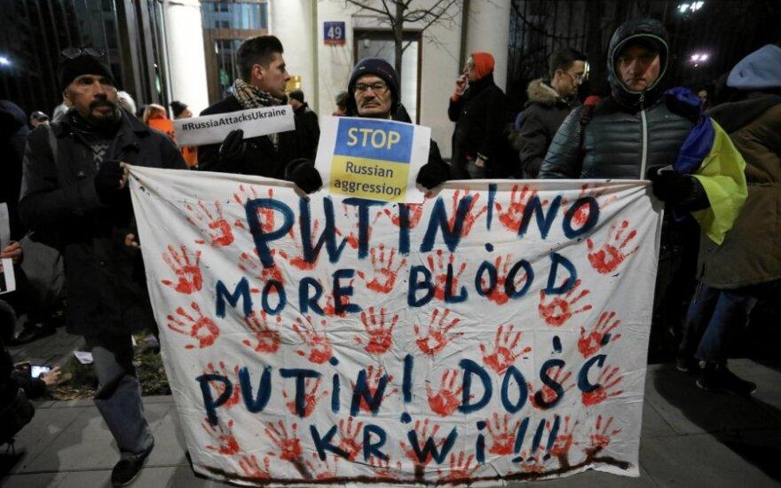 Prie Rusijos ambasados Lenkijoje įvyko protesto akcija