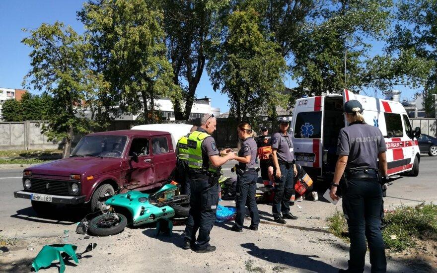 Skaudi nelaimė Panevėžyje: įvykio vietoje žuvo su automobiliu susidūręs motociklininkas