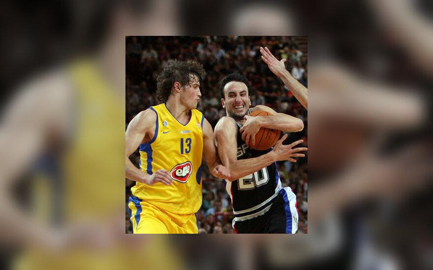 """S.Jasaitis (""""Maccabi"""") bando sustabdyti E.Ginobili (""""Spurs"""") ataką"""