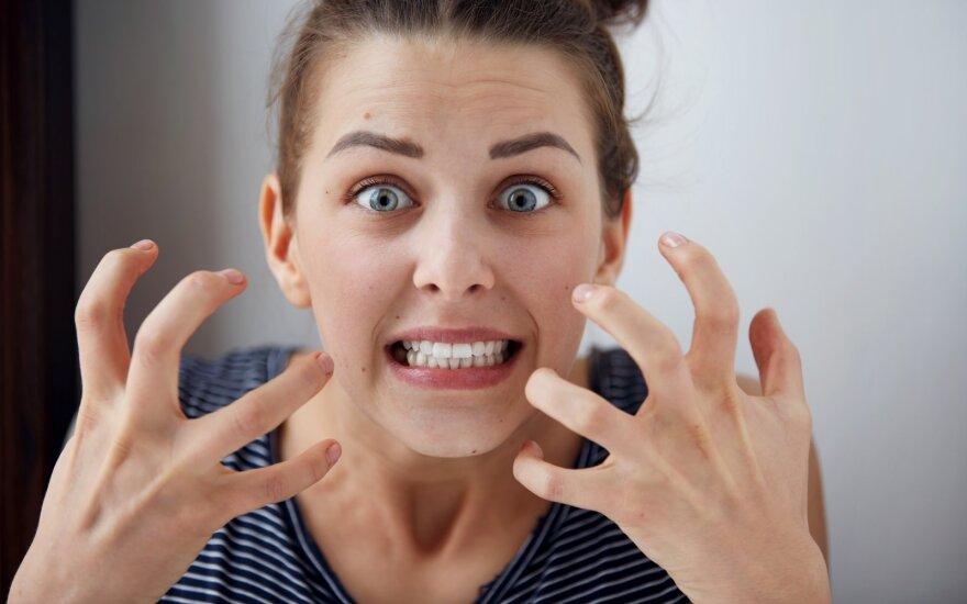 Užsidarymas namuose nepraeis be iššūkių: patarė, kaip suvaldyti pyktį, kai atrodo, kad tuoj sprogsite