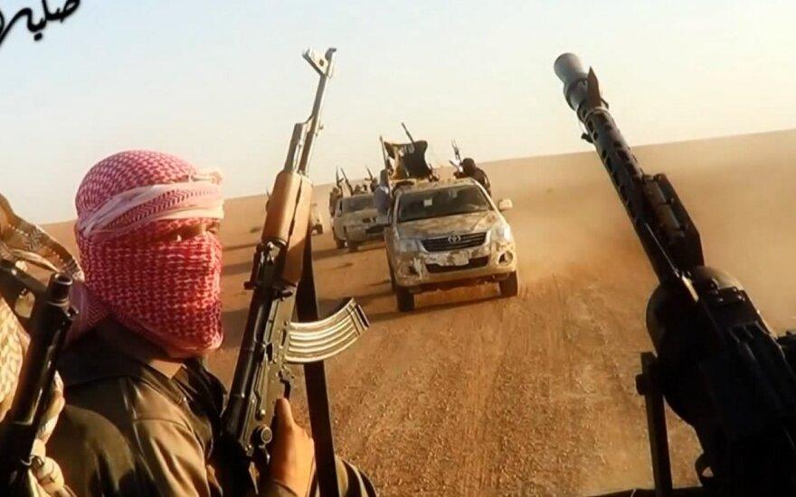 """Nauji žiaurūs """"Islamo valstybės"""" susidorojimo metodai"""
