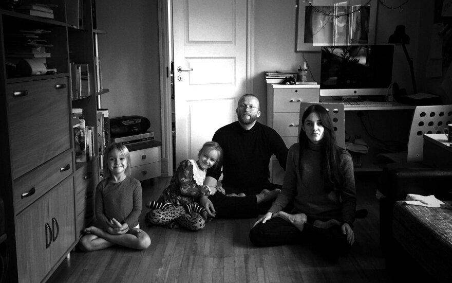 J. V. Tūras su dukrytėmis