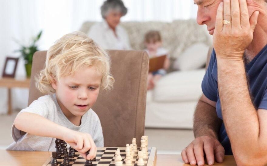 """<font color=""""#6699CC""""><strong>Klausk teisininko:</strong></font> kaip priversti tėvus savo vaikams pagerinti gyvenimo sąlygas?"""