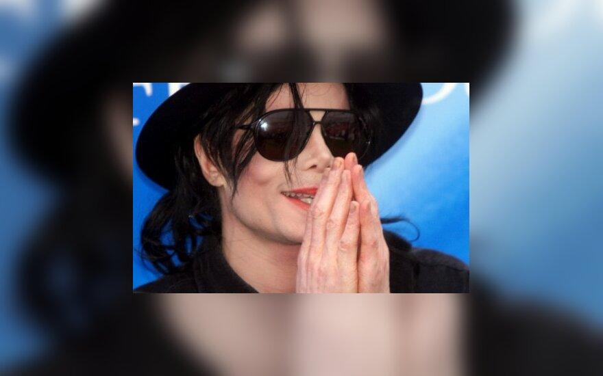 Naujas posūkis M. Jacksono mirties byloje: mirtiną vaistų dozę dainininkas susileido pats?