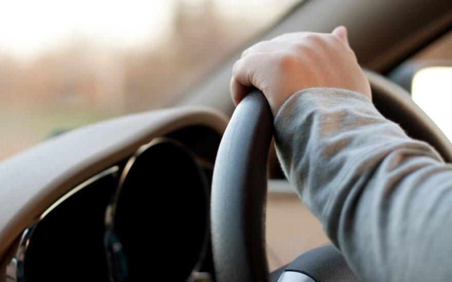 Ką daryti, jei po eismo įvykio atsirado baimė vairuoti?
