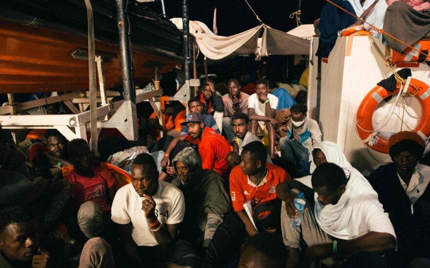 Laive įstrigo 230 migrantų: ES šalys nesutaria, kas juos turėtų priimti