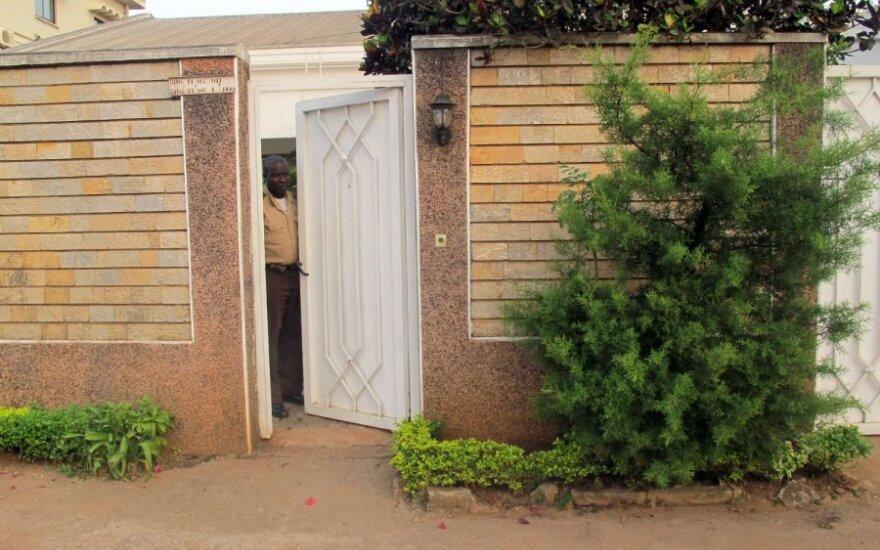 Šiame name Nigerijoje buvo laikomi Kamerūne pagrobti prancūzai