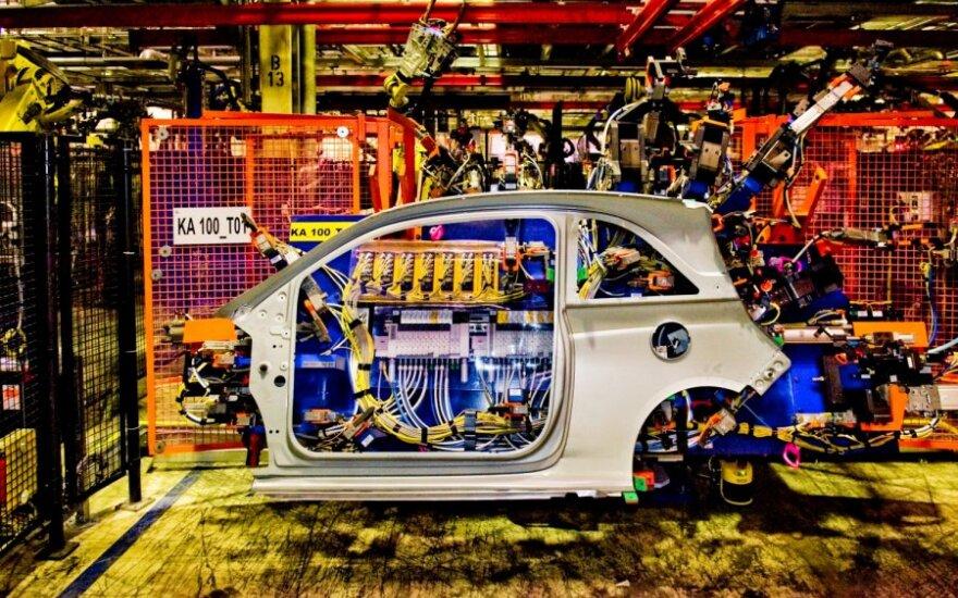 """Į """"Opel"""" gamyklą nusitaikė paštininkai"""