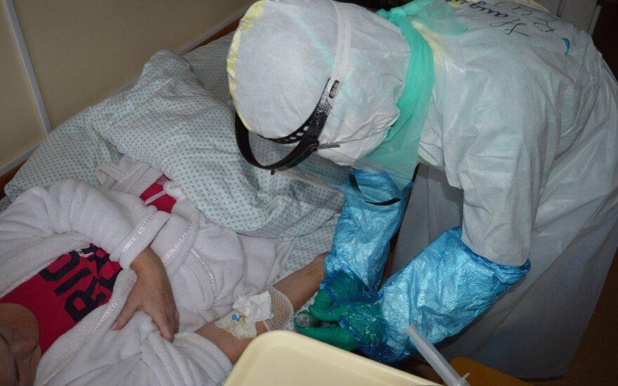 Suaktyvėjus epidemijai, LSMU Kauno klinikinės ligoninės medikams pagalbą pasiūlė per 150 savanorių