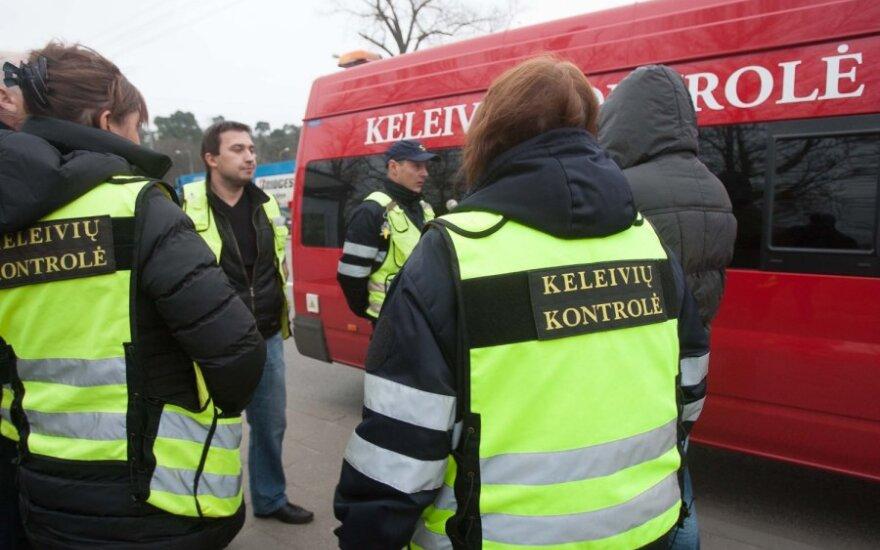 Viešojo transporto keleiviai papasakojo apie savo patirtį su kontrolieriais