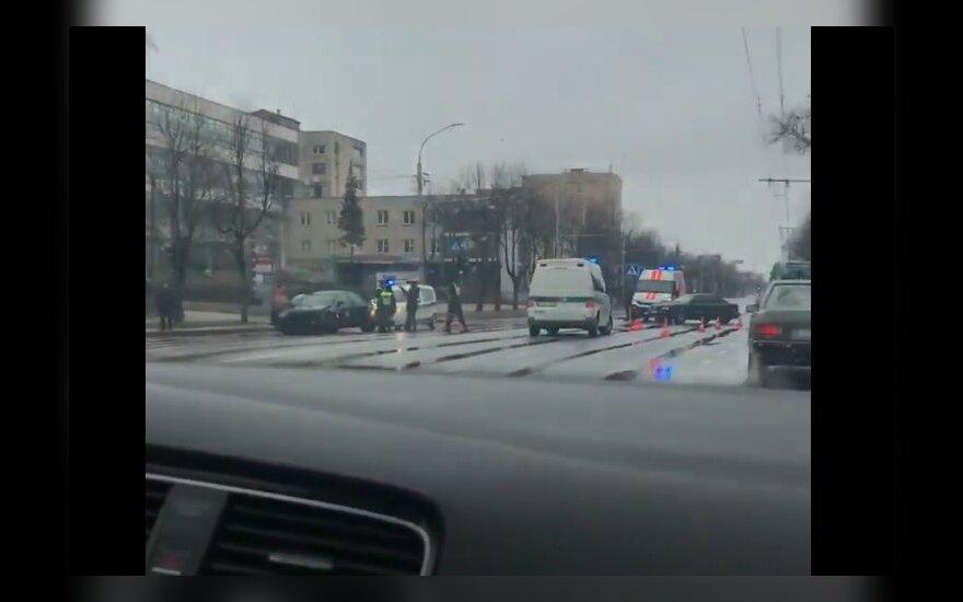 """Avarija Kaune: """"Audi"""" vairuotojas išgabentas į ligoninę"""