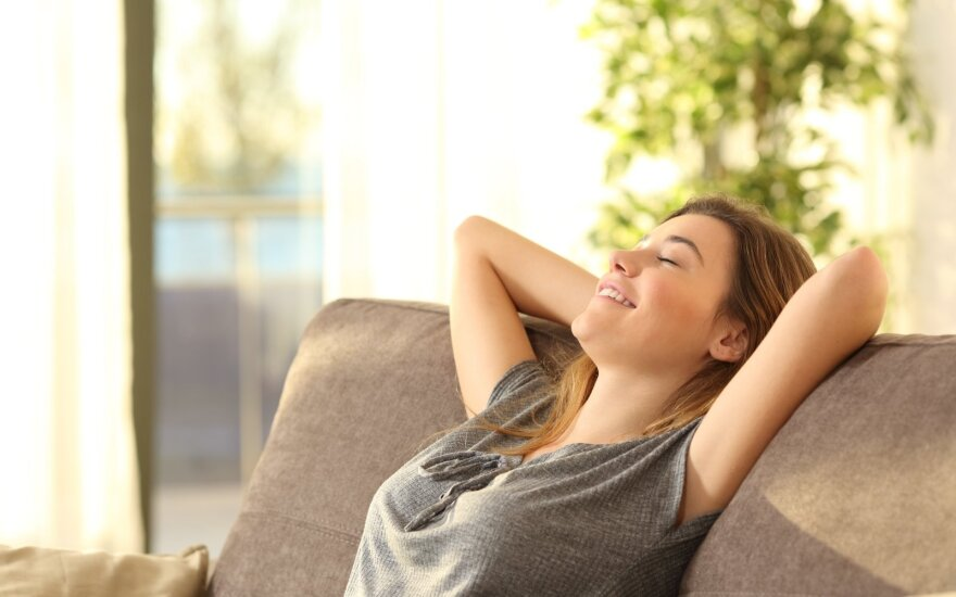 Laiminga moteris namuose