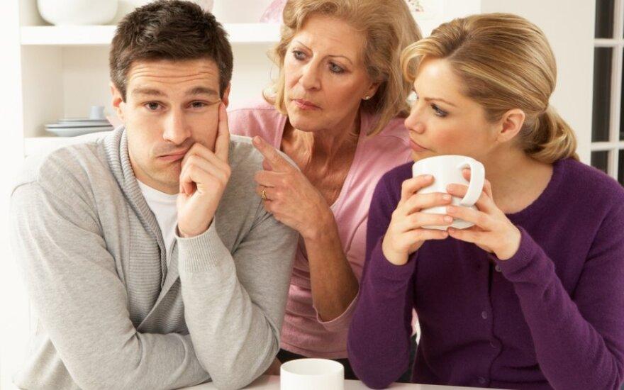 9 dalykai, kuriuos anyta nuo jūsų slepia