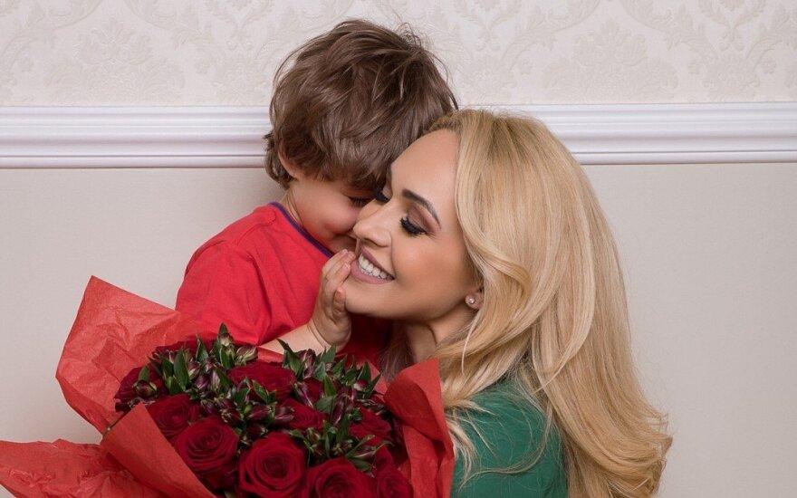 Oksana Pikul-Jasaitienė su sūnumi
