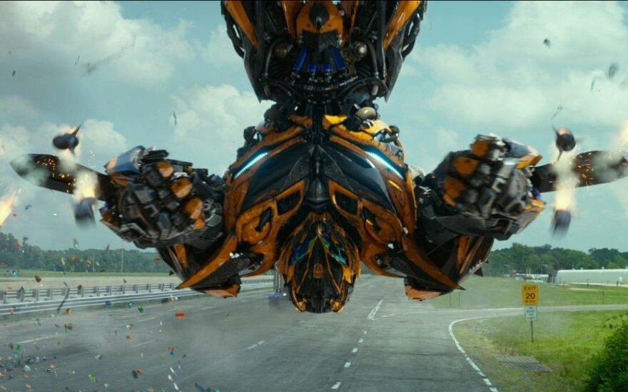 """Kadras iš filmo """"Transformeriai: paskutinis riteris"""""""