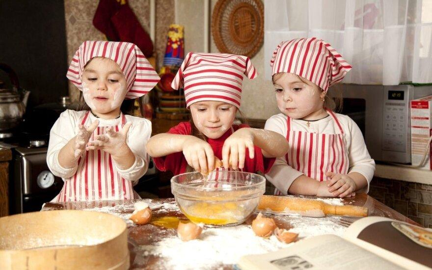 Kada vaikas turi išmokti pasidaryti sumuštinį ir pasišildyti sriubą?