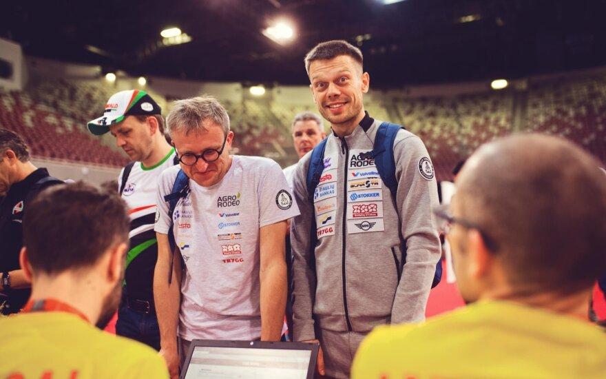 """""""Agrorodeo"""" ekipažo techninė komisija Dakaro ralyje"""