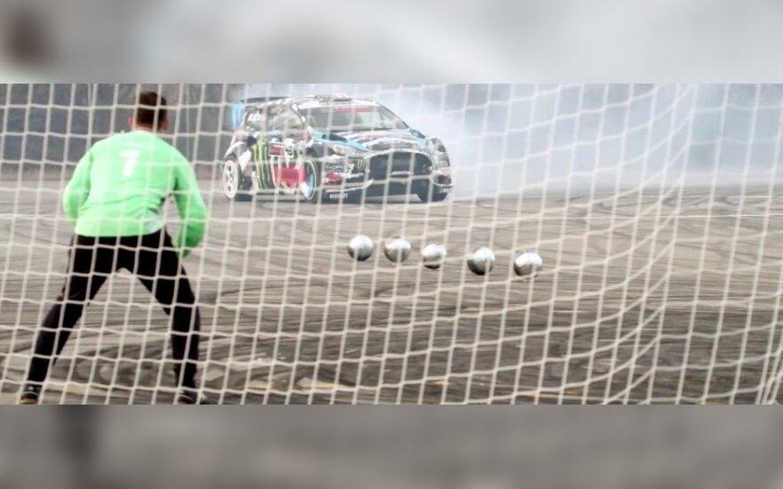 Futbolas automobiliu