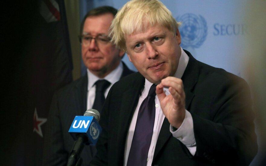 B. Johnsonas savo pasisakymais apie karines operacijas Sirijoje sukėlė sumaištį
