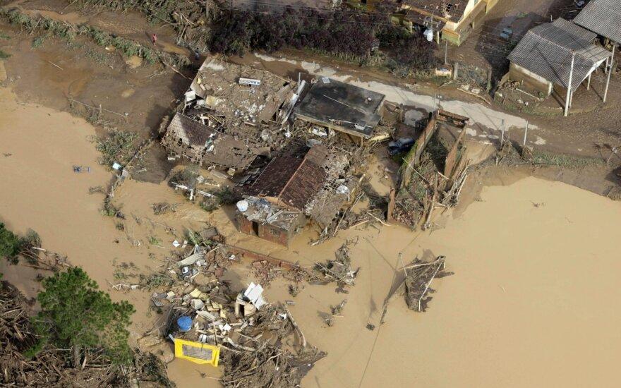 Potvyniai Brazilijoje pasiglemžė mažiausiai dešimtis gyvybių