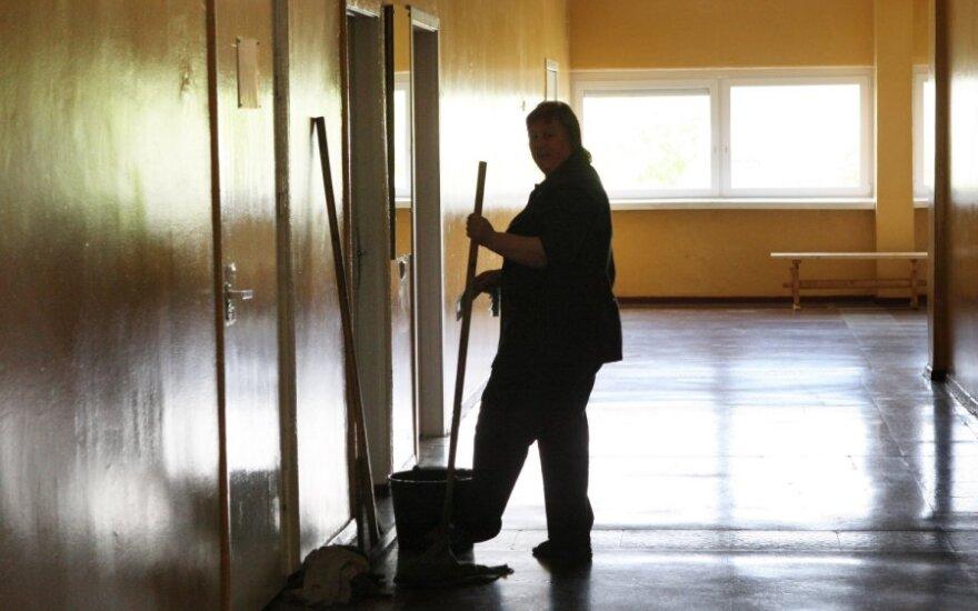 Nemaloni rudens pradžia – direktorei pasiūlė valytojos darbą