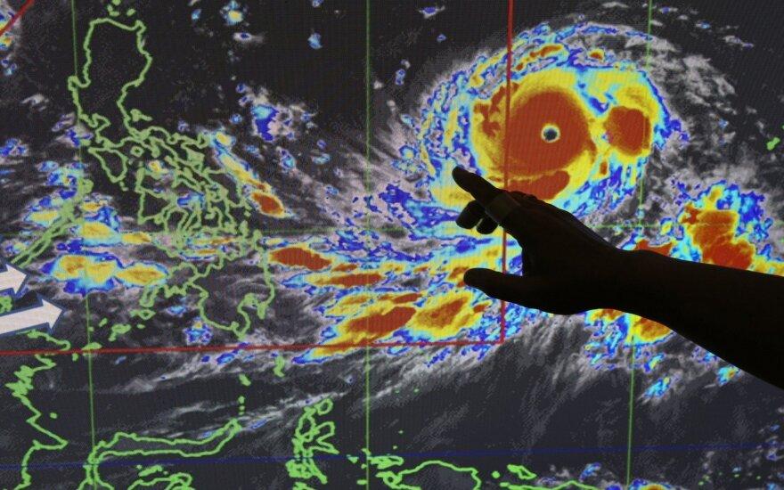 """Filipinų link artėja galingas taifūnas """"Mangkhut"""""""
