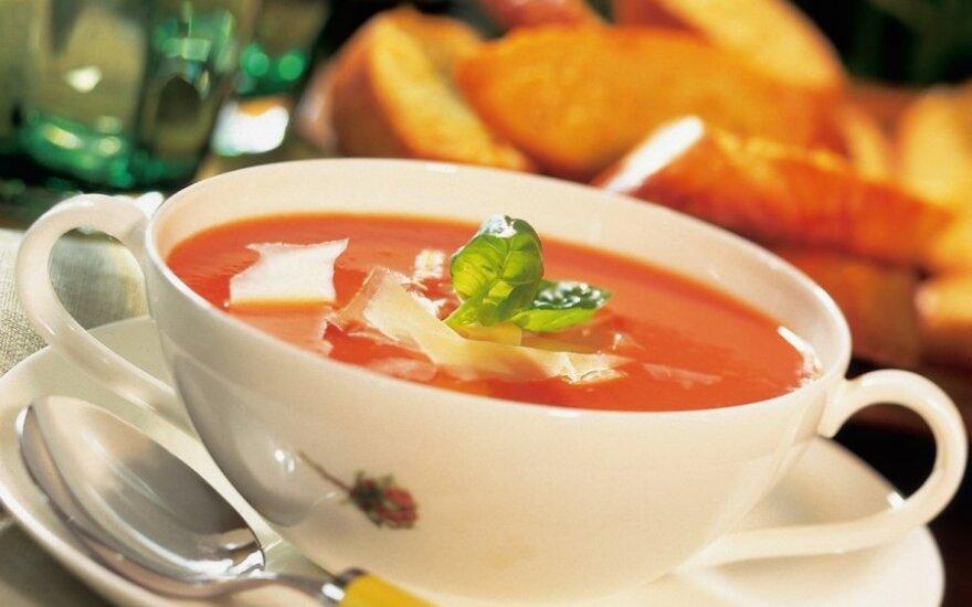 Pomidorų ir česnakų sriuba su batonu