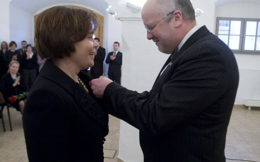 J. Olekas apdovanojo R. Juknevičienę