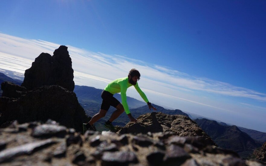 """Šeštadienį Ispanijoje vykusiame prestižiniame 125 km kalnų bėgime """"Trans Grancanaria"""" Vaidas Žlabys užėmė antrąją vietą."""