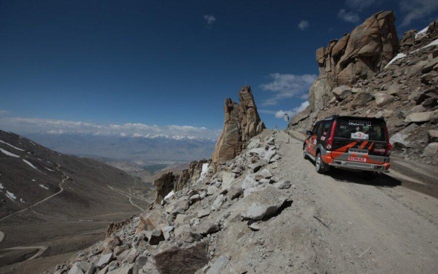 Kelionė aukščiausiu pasaulyje automobilių keliu