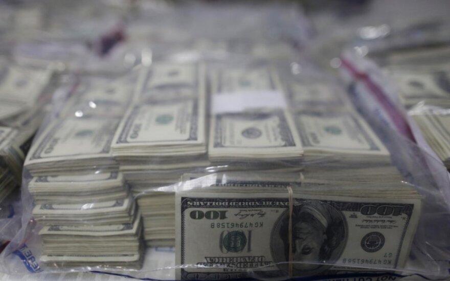 Lietuvoje sulaikyta įspūdinga suma dolerių