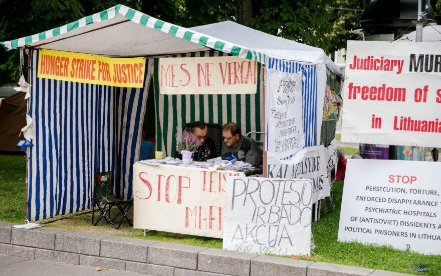 Protestuotojams prie Prezidentūros Vilniaus valdžia nurodė po savaitės pašalinti palapines