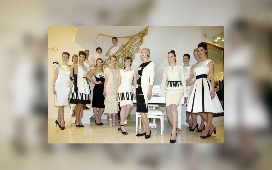 """Dizainerė Audronė Buneikienė kartu su kolekcijos """"Mano baltas rojalis"""" modeliais"""