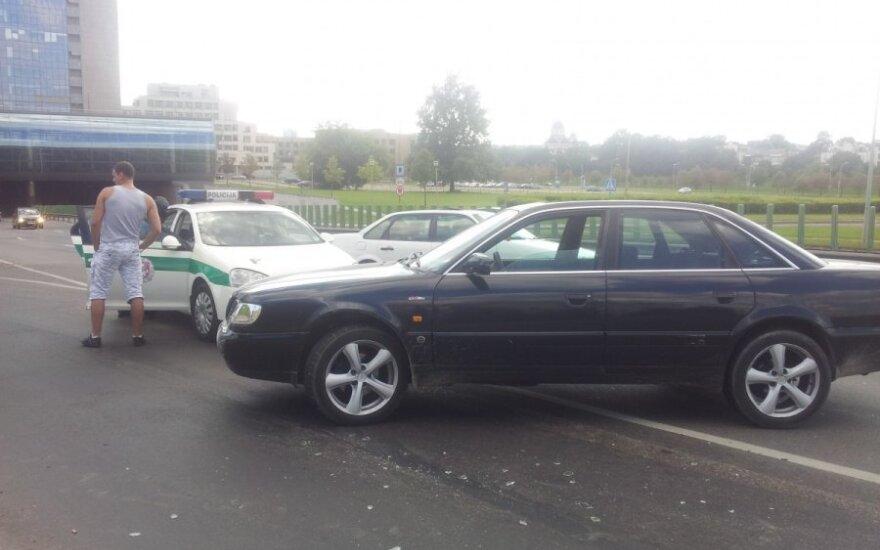 Vilniuje vengdami smūgio į autobusą, susidūrė du automobiliai