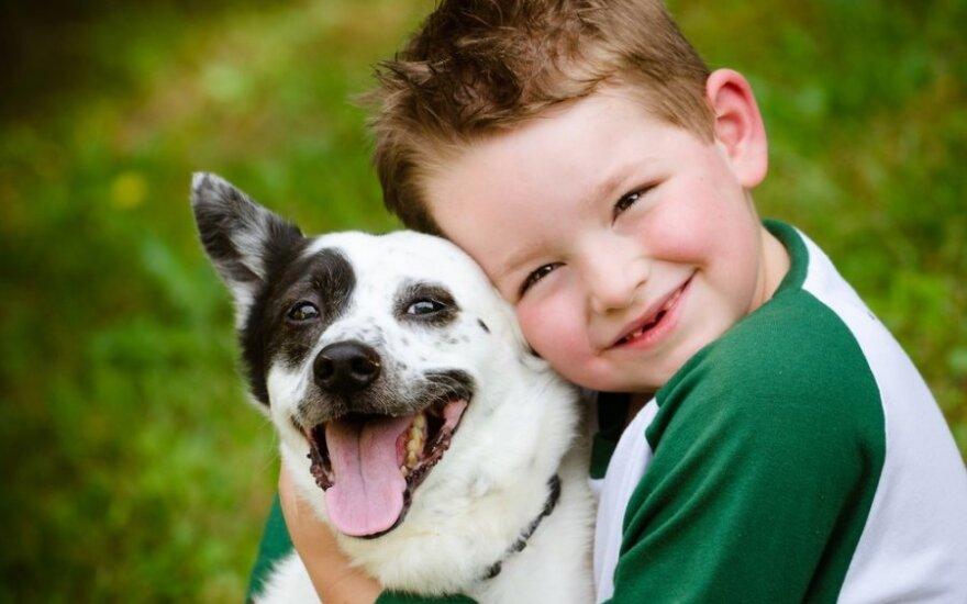 Geriausias žmogaus draugas padeda įveikti ir cerebrinį paralyžių