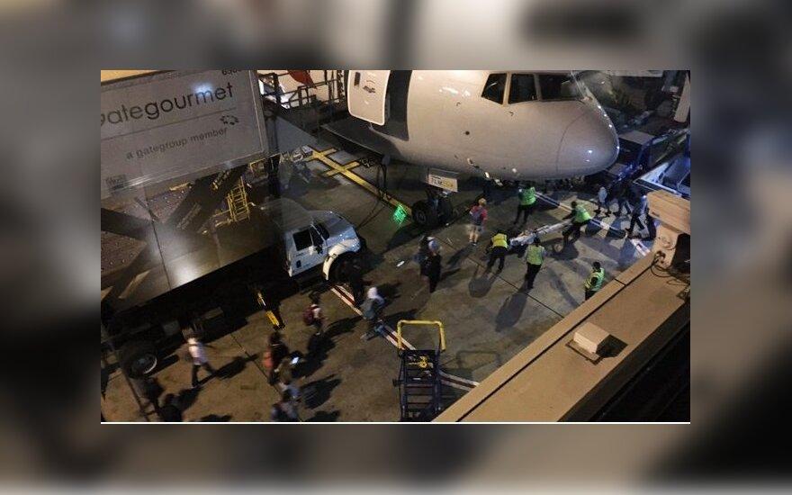 Dalis Los Andželo oro uosto buvo uždaryta dėl numanomo šaudymo